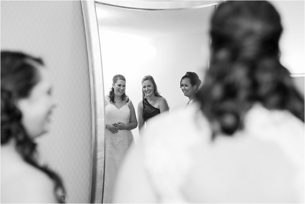 modern-and-elegant-wedding-photos-at-kensington-court-in-ann-arbor-mi-by-courtney-carolyn-photography_0013.jpg