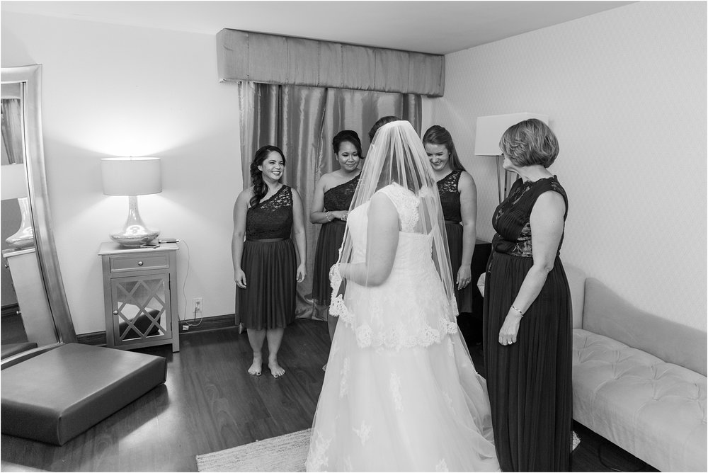 modern-and-elegant-wedding-photos-at-kensington-court-in-ann-arbor-mi-by-courtney-carolyn-photography_0016.jpg