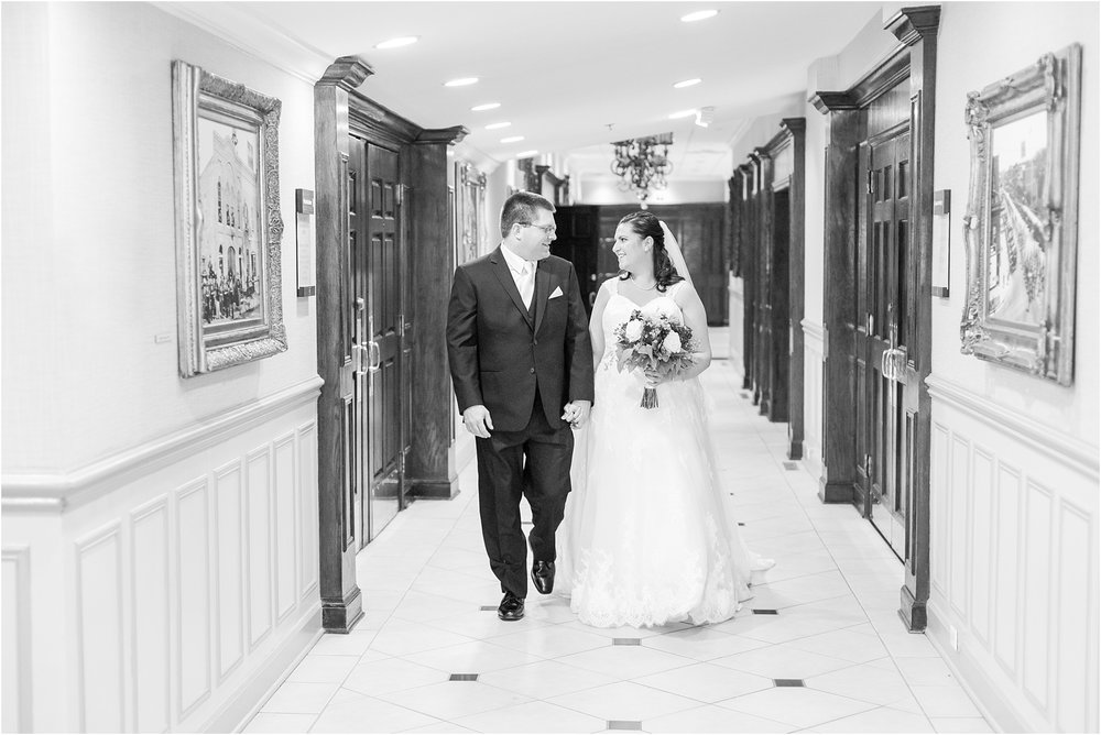 modern-and-elegant-wedding-photos-at-kensington-court-in-ann-arbor-mi-by-courtney-carolyn-photography_0056.jpg