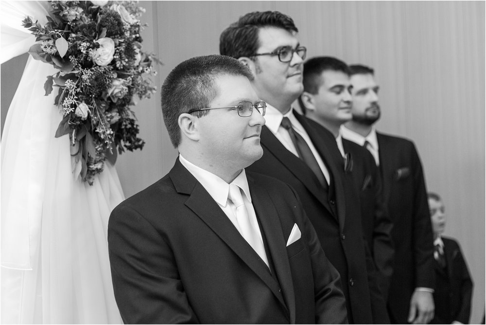 modern-and-elegant-wedding-photos-at-kensington-court-in-ann-arbor-mi-by-courtney-carolyn-photography_0077.jpg