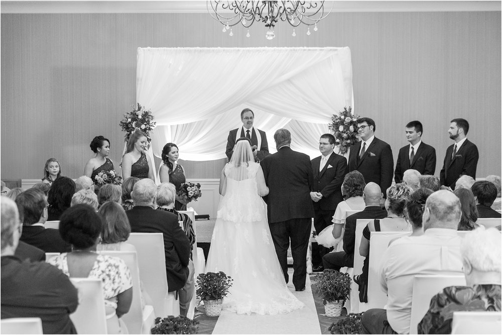 modern-and-elegant-wedding-photos-at-kensington-court-in-ann-arbor-mi-by-courtney-carolyn-photography_0080.jpg