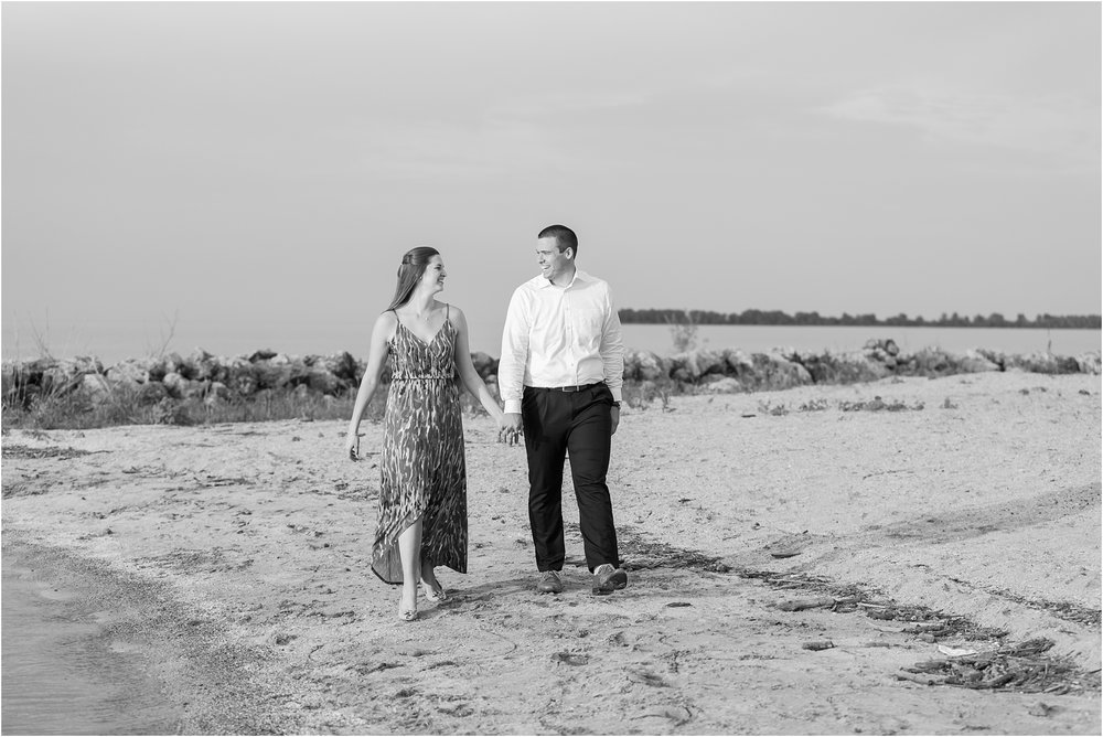 light-hearted-sunset-engagement-photos-at-the-beach-in-oregon-oh-by-courtney-carolyn-photography_0032.jpg