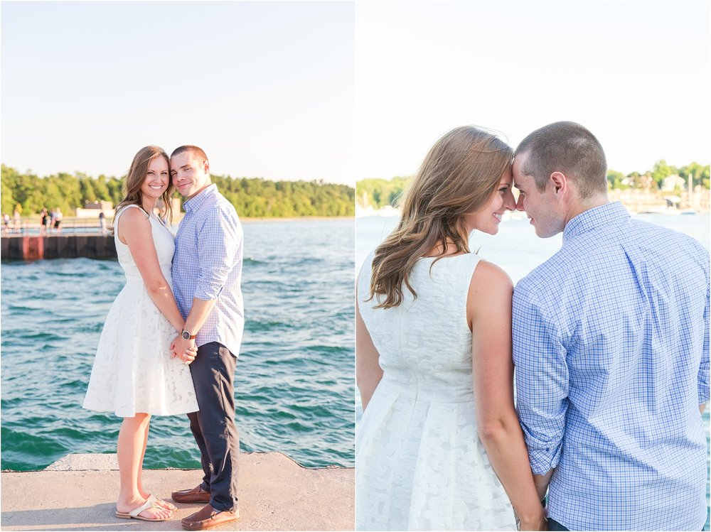 romantic-sunset-engagement-photos-at-the-lighthouse-in-charlevoix-mi-by-courtney-carolyn-photography_0002.jpg