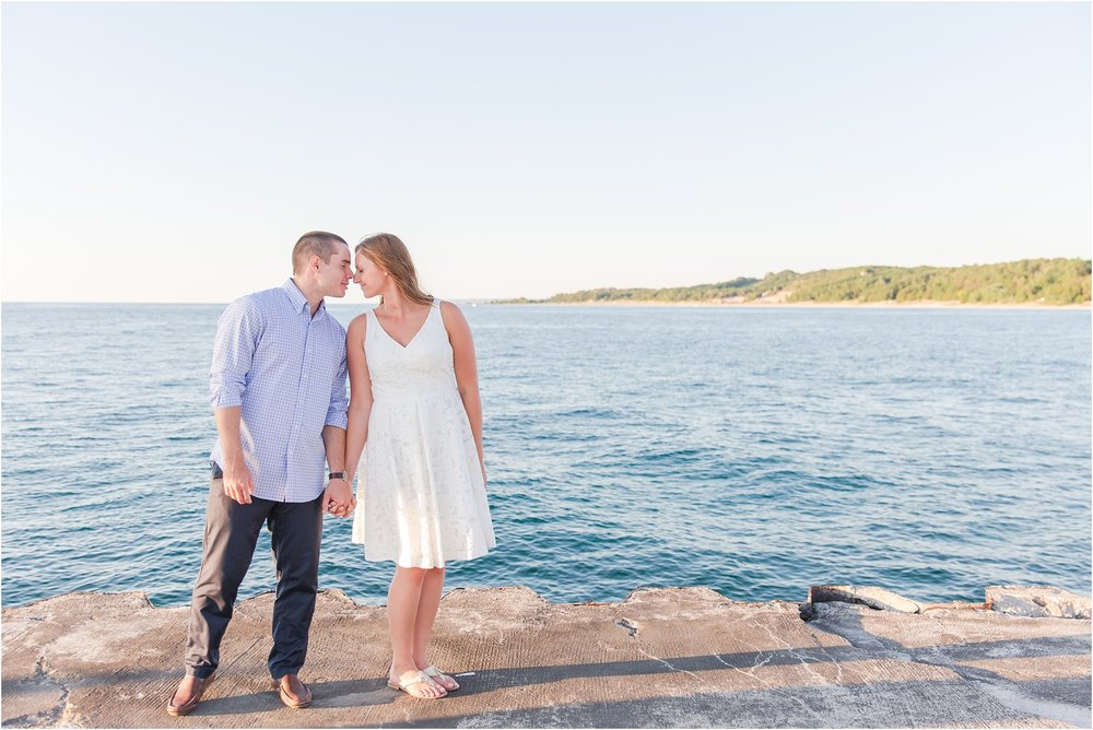 romantic-sunset-engagement-photos-at-the-lighthouse-in-charlevoix-mi-by-courtney-carolyn-photography_0009.jpg