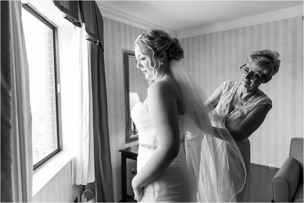 joyful-and-candid-navy-blush-wedding-photos-at-crystal-gardens-in-howell-mi-by-courtney-carolyn-photography_0018.jpg