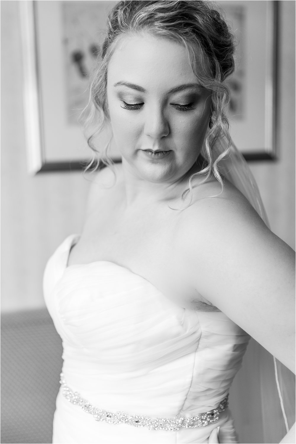 joyful-and-candid-navy-blush-wedding-photos-at-crystal-gardens-in-howell-mi-by-courtney-carolyn-photography_0024.jpg