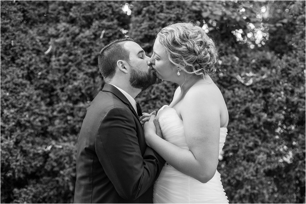joyful-and-candid-navy-blush-wedding-photos-at-crystal-gardens-in-howell-mi-by-courtney-carolyn-photography_0107.jpg