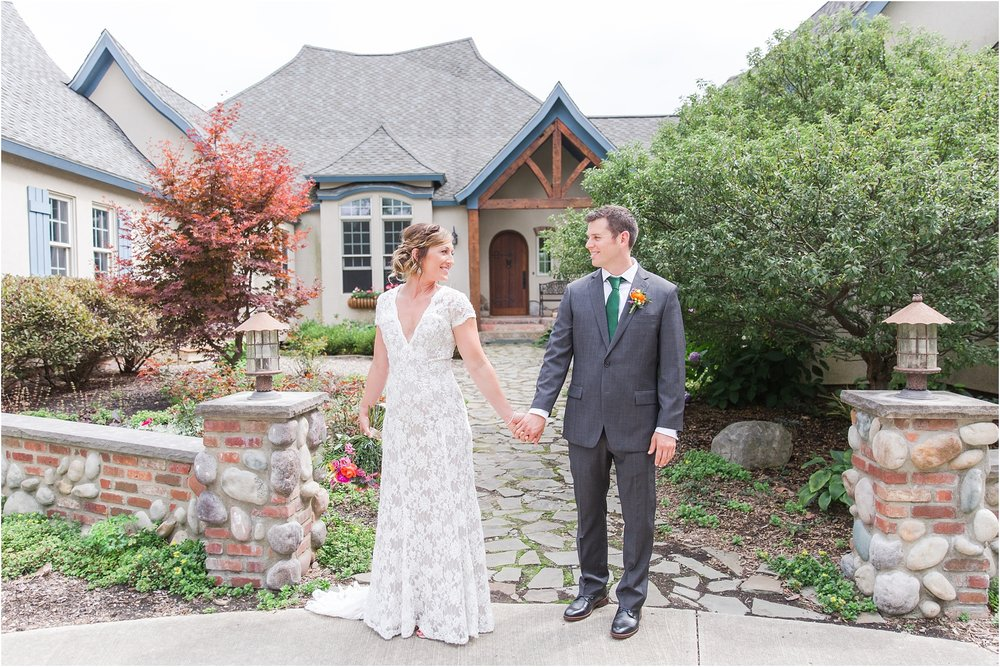 romantic-intimate-backyard-wedding-photos-at-private-estate-in-ann-arbor-mi-by-courtney-carolyn-photography_0060.jpg
