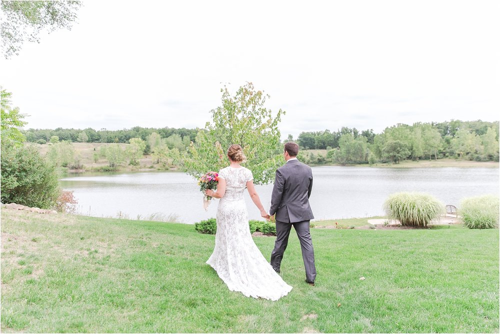 romantic-intimate-backyard-wedding-photos-at-private-estate-in-ann-arbor-mi-by-courtney-carolyn-photography_0075.jpg