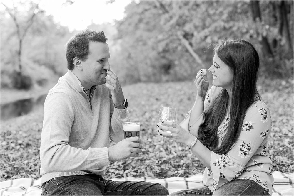 relaxed-autumn-engagement-photos-at-hudson-mills-metropark-in-dexter-mi-by-courtney-carolyn-photography_0001.jpg