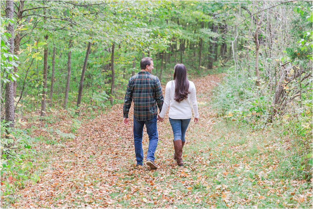relaxed-autumn-engagement-photos-at-hudson-mills-metropark-in-dexter-mi-by-courtney-carolyn-photography_0005.jpg