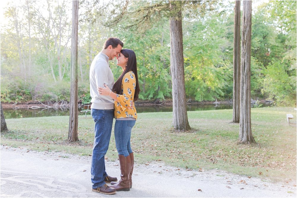 relaxed-autumn-engagement-photos-at-hudson-mills-metropark-in-dexter-mi-by-courtney-carolyn-photography_0043.jpg