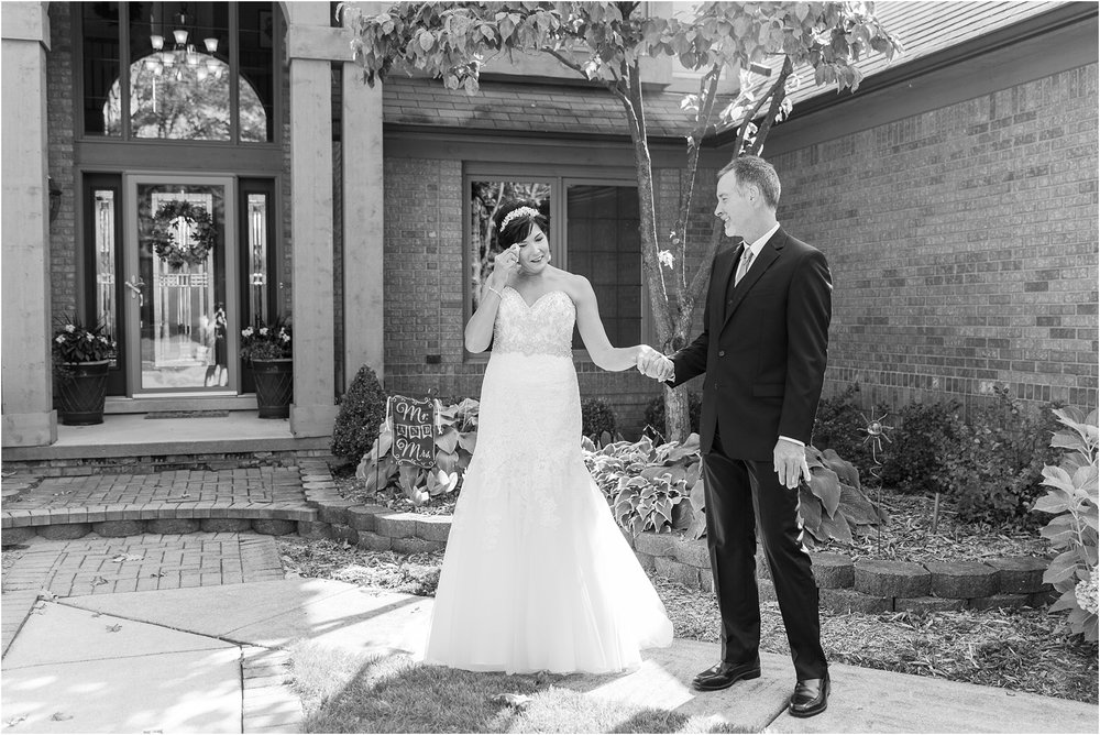 classic-natuical-inspired-wedding-photos-on-infinity-ovation-yacht-in-st-clair-shores-mi-by-courtney-carolyn-photography_0025.jpg