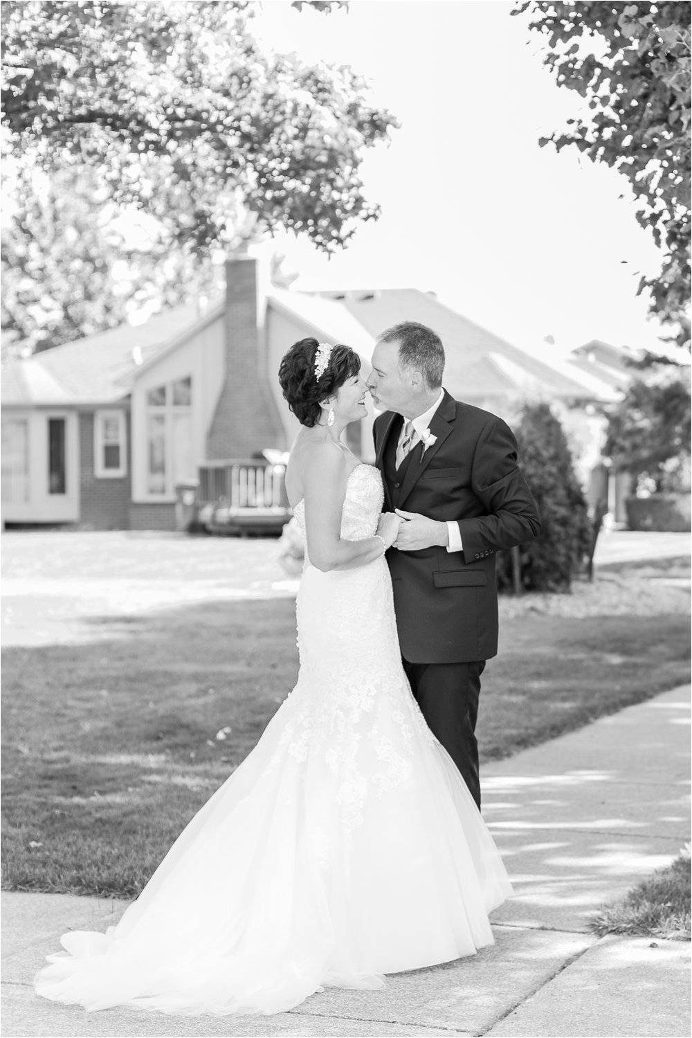 classic-natuical-inspired-wedding-photos-on-infinity-ovation-yacht-in-st-clair-shores-mi-by-courtney-carolyn-photography_0033.jpg