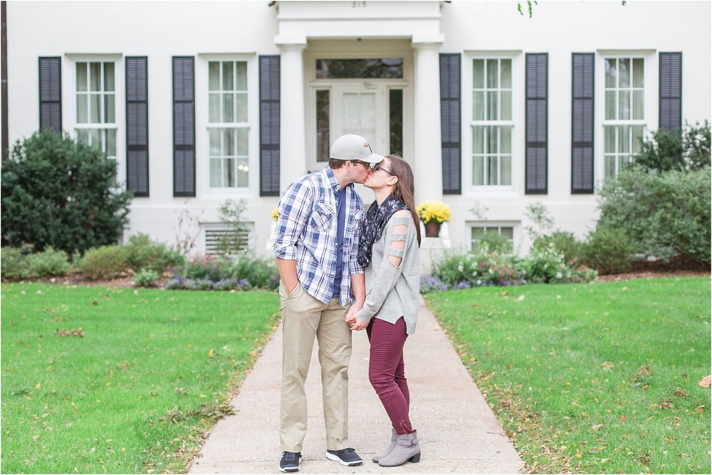 classic-fall-engagement-photos-at-the-university-of-michigan-in-ann-arbor-mi-by-courtney-carolyn-photography_0009.jpg