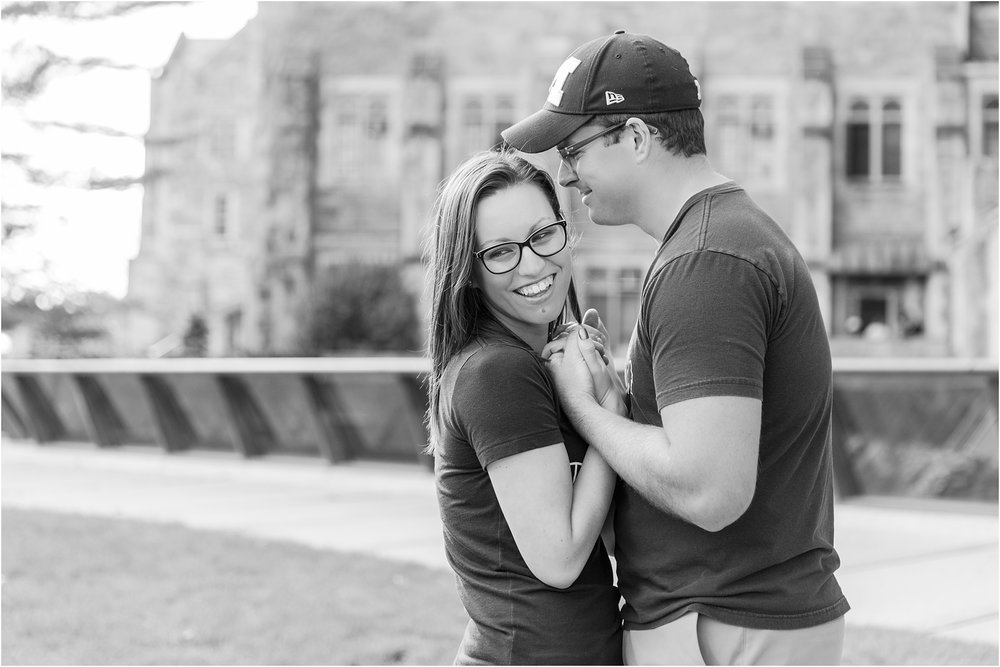 classic-fall-engagement-photos-at-the-university-of-michigan-in-ann-arbor-mi-by-courtney-carolyn-photography_0020.jpg