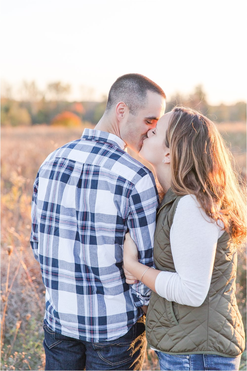 romantic-fall-engagement-photos-at-indian-springs-metropark-in-clarkston-mi-by-courtney-carolyn-photography_0030.jpg