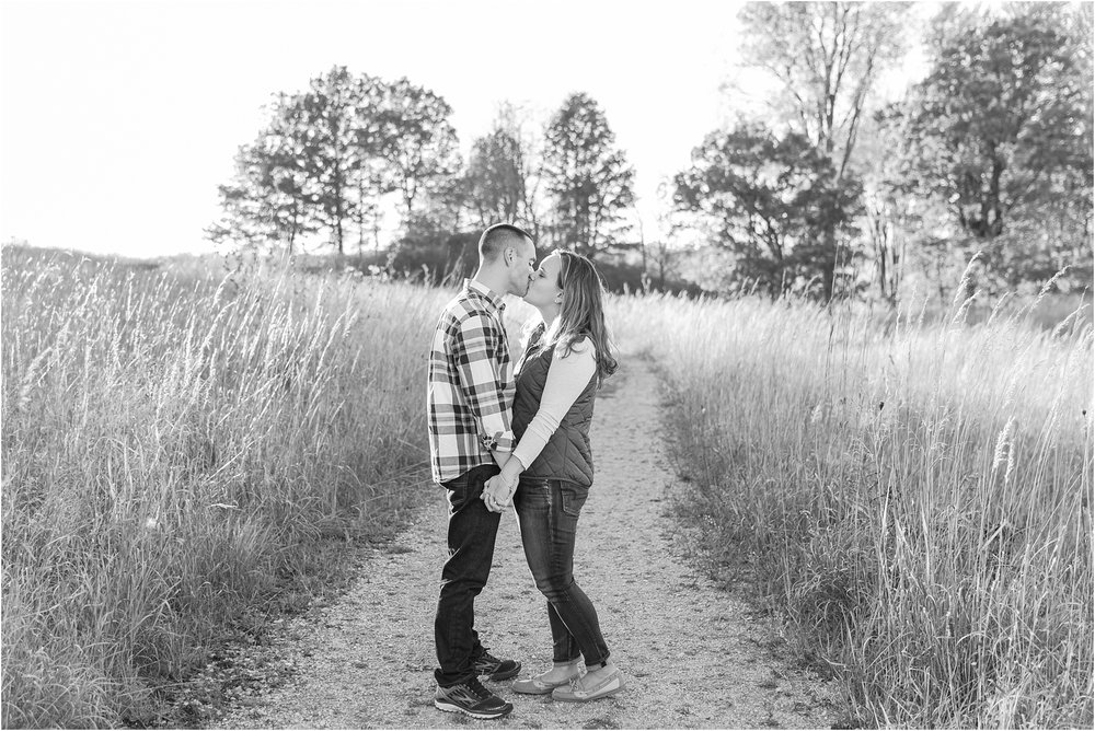 romantic-fall-engagement-photos-at-indian-springs-metropark-in-clarkston-mi-by-courtney-carolyn-photography_0032.jpg