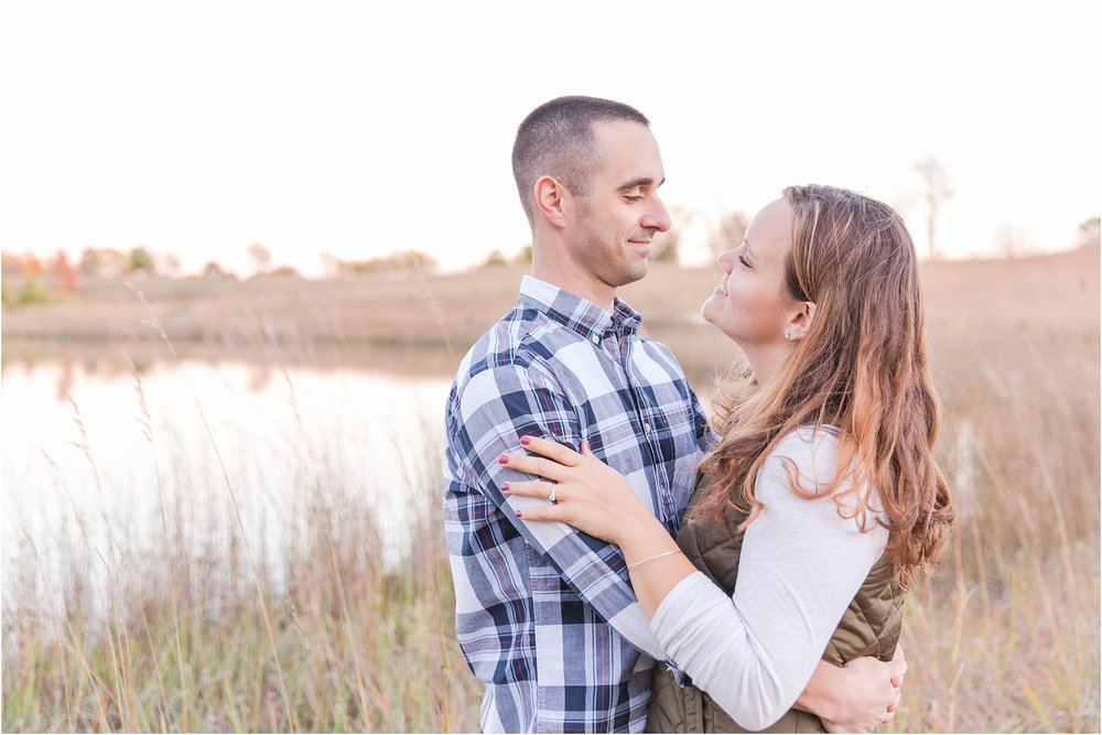 romantic-fall-engagement-photos-at-indian-springs-metropark-in-clarkston-mi-by-courtney-carolyn-photography_0034.jpg
