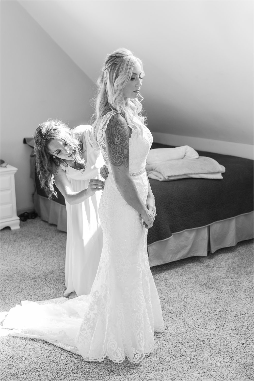 fun-whimsical-beach-wedding-photos-in-st-joseph-michigan-by-courtney-carolyn-photography_0010.jpg