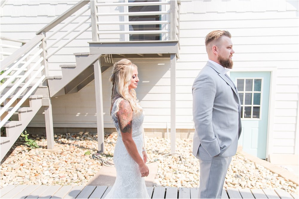 fun-whimsical-beach-wedding-photos-in-st-joseph-michigan-by-courtney-carolyn-photography_0018.jpg