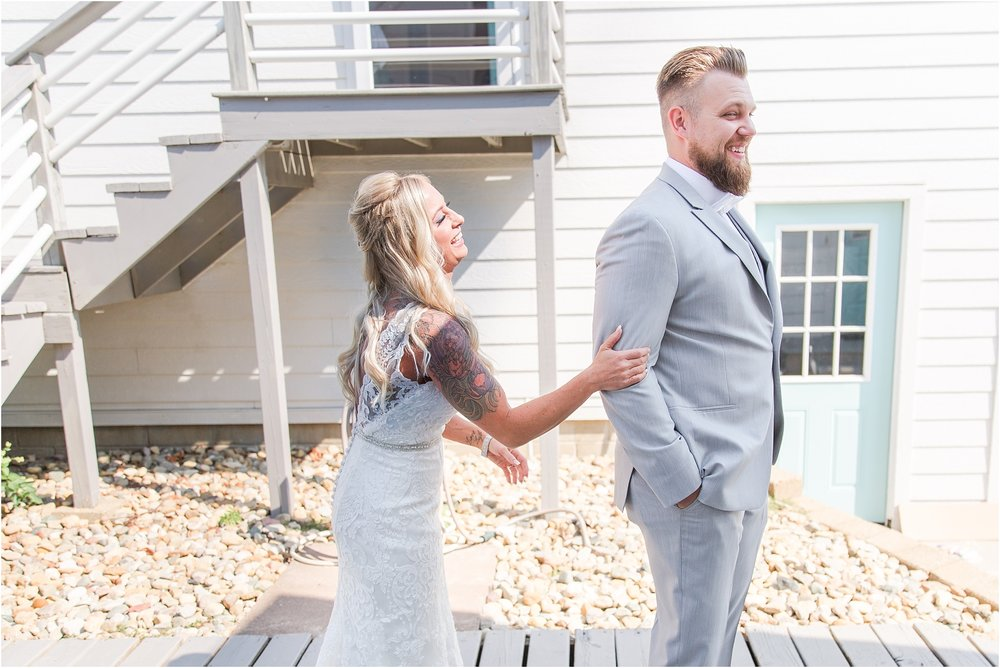 fun-whimsical-beach-wedding-photos-in-st-joseph-michigan-by-courtney-carolyn-photography_0020.jpg