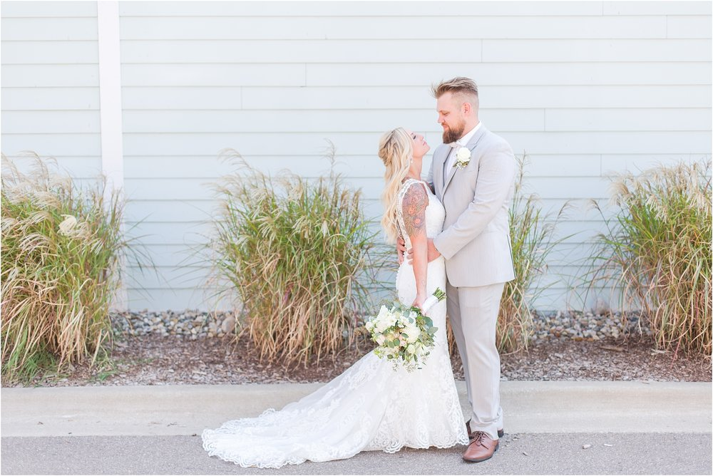 fun-whimsical-beach-wedding-photos-in-st-joseph-michigan-by-courtney-carolyn-photography_0048.jpg