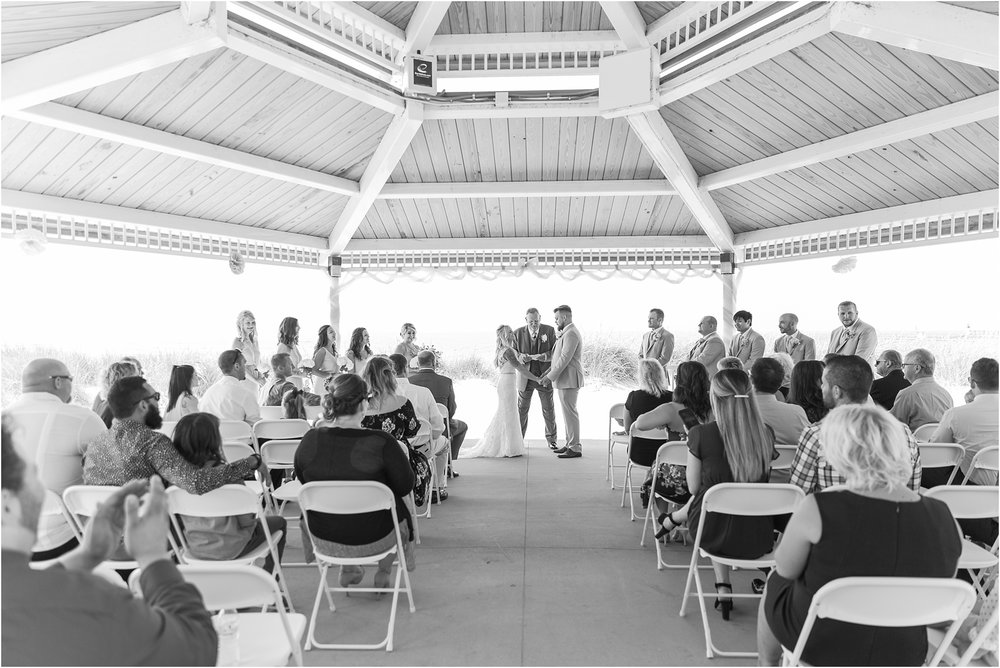 fun-whimsical-beach-wedding-photos-in-st-joseph-michigan-by-courtney-carolyn-photography_0069.jpg