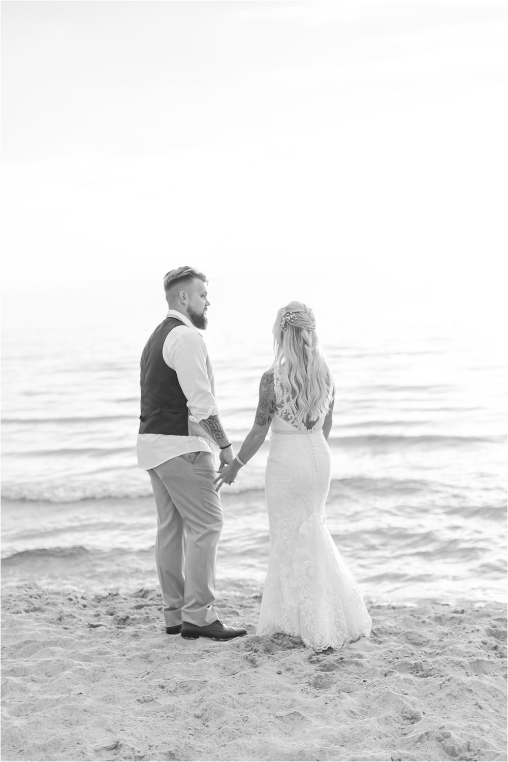 fun-whimsical-beach-wedding-photos-in-st-joseph-michigan-by-courtney-carolyn-photography_0101.jpg