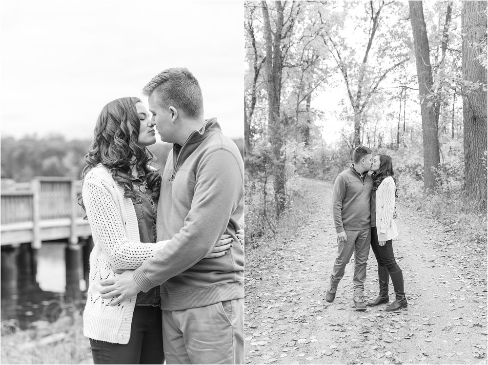 colorful-fall-engagement-photos-at-the-lake-at-huron-meadows-metropark-in-brighton-michigan-by-courtney-carolyn-photography_0006.jpg
