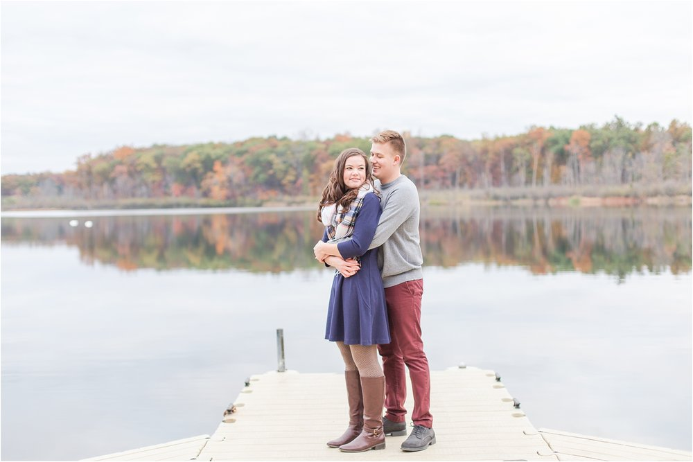 colorful-fall-engagement-photos-at-the-lake-at-huron-meadows-metropark-in-brighton-michigan-by-courtney-carolyn-photography_0014.jpg