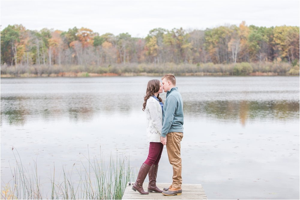 colorful-fall-engagement-photos-at-the-lake-at-huron-meadows-metropark-in-brighton-michigan-by-courtney-carolyn-photography_0017.jpg