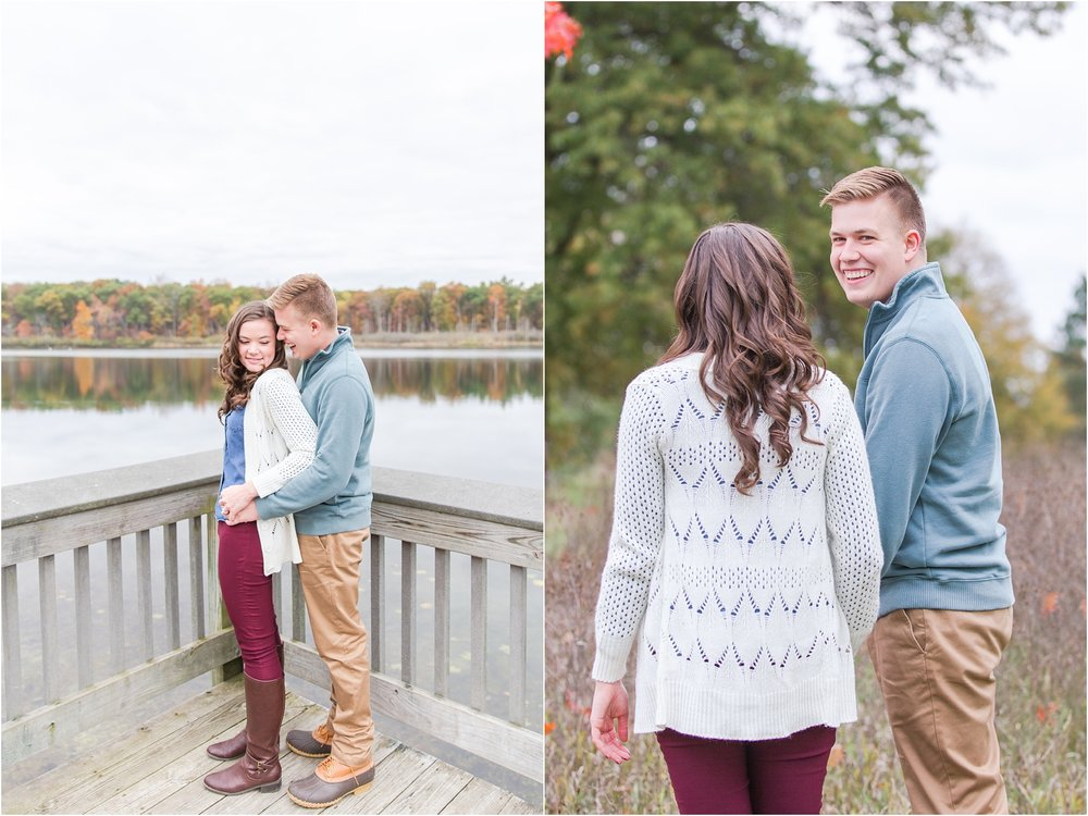 colorful-fall-engagement-photos-at-the-lake-at-huron-meadows-metropark-in-brighton-michigan-by-courtney-carolyn-photography_0018.jpg