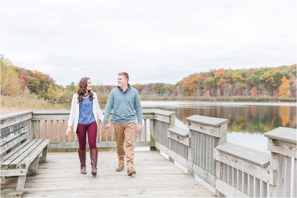 colorful-fall-engagement-photos-at-the-lake-at-huron-meadows-metropark-in-brighton-michigan-by-courtney-carolyn-photography_0019.jpg