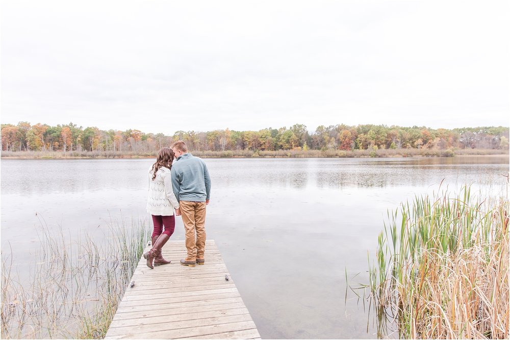 colorful-fall-engagement-photos-at-the-lake-at-huron-meadows-metropark-in-brighton-michigan-by-courtney-carolyn-photography_0021.jpg