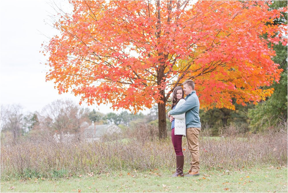 colorful-fall-engagement-photos-at-the-lake-at-huron-meadows-metropark-in-brighton-michigan-by-courtney-carolyn-photography_0031.jpg