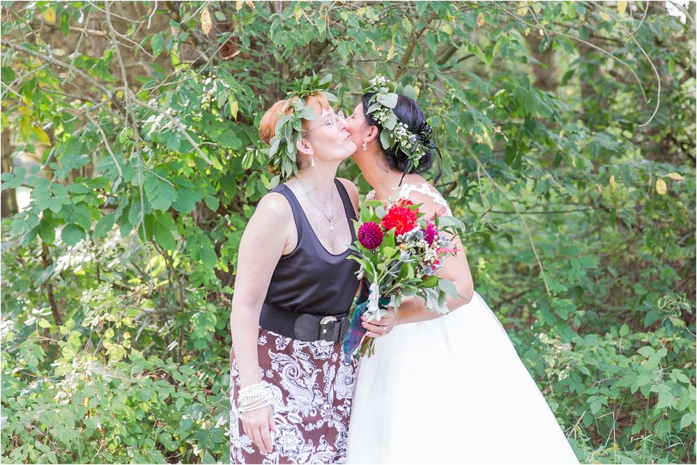 scottish-inspired-wedding-photos-in-the-country-in-port-sanilac-michigan-by-courtney-carolyn-photography_0012.jpg