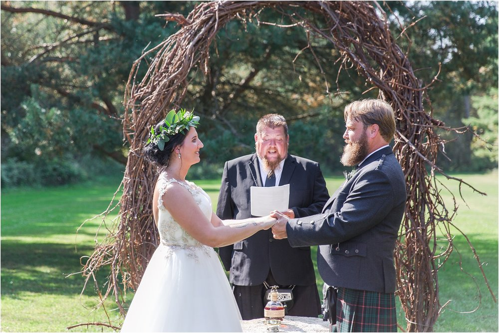 scottish-inspired-wedding-photos-in-the-country-in-port-sanilac-michigan-by-courtney-carolyn-photography_0022.jpg