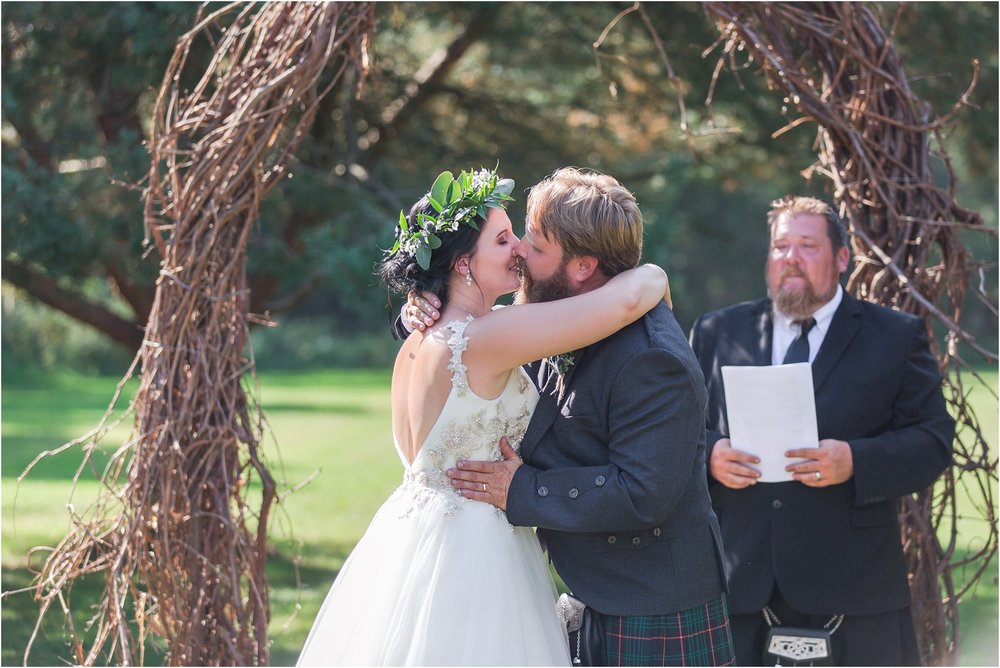 scottish-inspired-wedding-photos-in-the-country-in-port-sanilac-michigan-by-courtney-carolyn-photography_0030.jpg