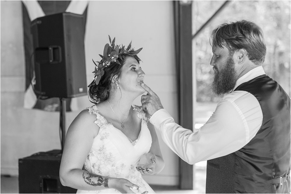 scottish-inspired-wedding-photos-in-the-country-in-port-sanilac-michigan-by-courtney-carolyn-photography_0043.jpg