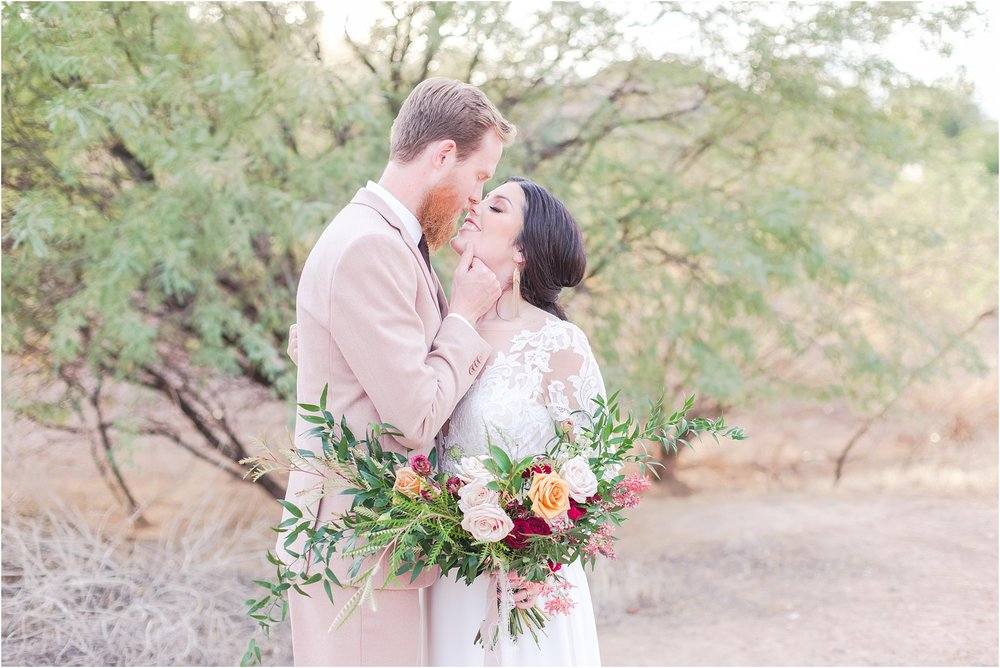 intimate-and-romantic-desert-wedding-photos-at-phoenix-marriott-tempe-at-the-buttes-in-tempe-arizona-by-courtney-carolyn-photography_0001.jpg
