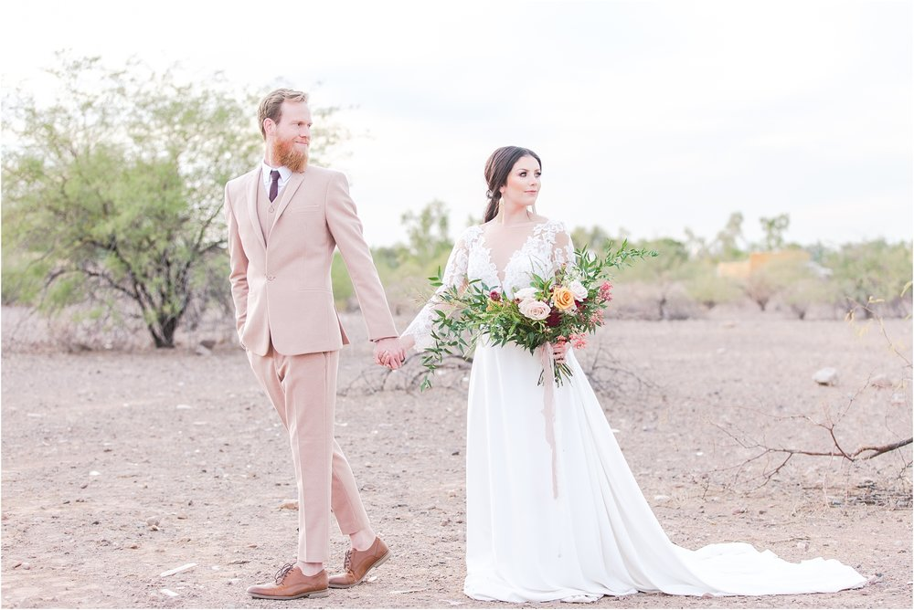 intimate-and-romantic-desert-wedding-photos-at-phoenix-marriott-tempe-at-the-buttes-in-tempe-arizona-by-courtney-carolyn-photography_0007.jpg