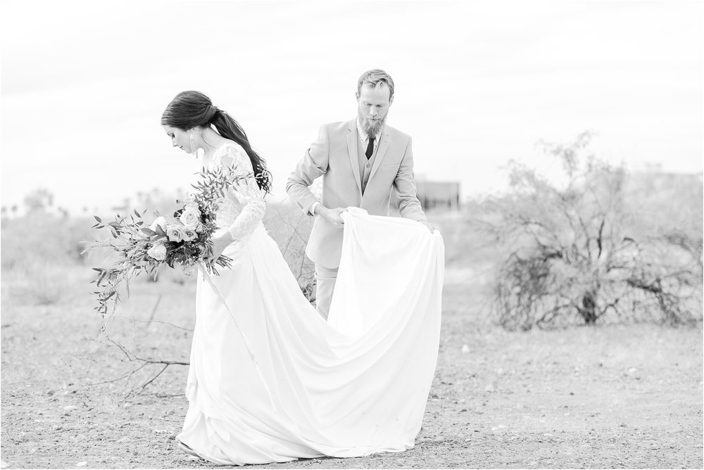 intimate-and-romantic-desert-wedding-photos-at-phoenix-marriott-tempe-at-the-buttes-in-tempe-arizona-by-courtney-carolyn-photography_0021.jpg