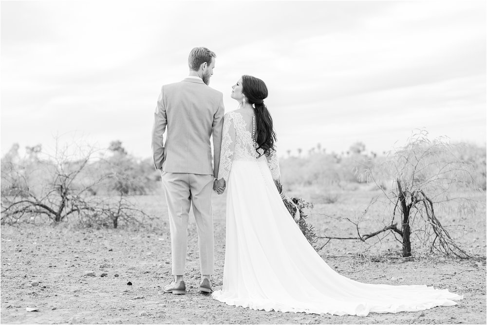 intimate-and-romantic-desert-wedding-photos-at-phoenix-marriott-tempe-at-the-buttes-in-tempe-arizona-by-courtney-carolyn-photography_0028.jpg