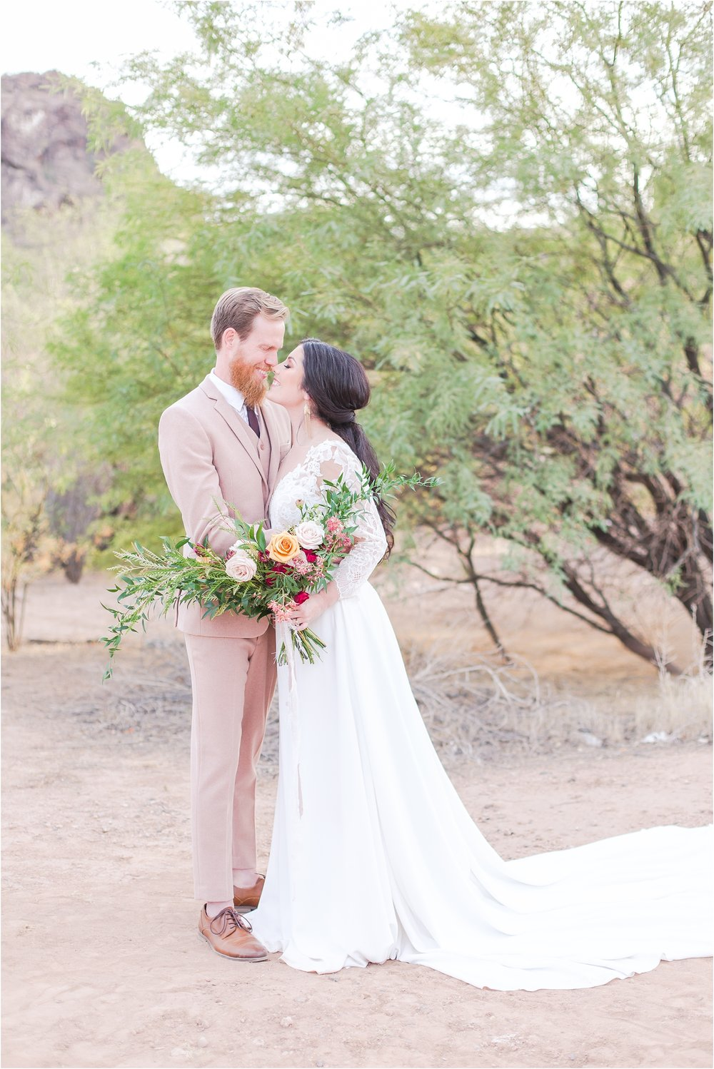 intimate-and-romantic-desert-wedding-photos-at-phoenix-marriott-tempe-at-the-buttes-in-tempe-arizona-by-courtney-carolyn-photography_0026.jpg