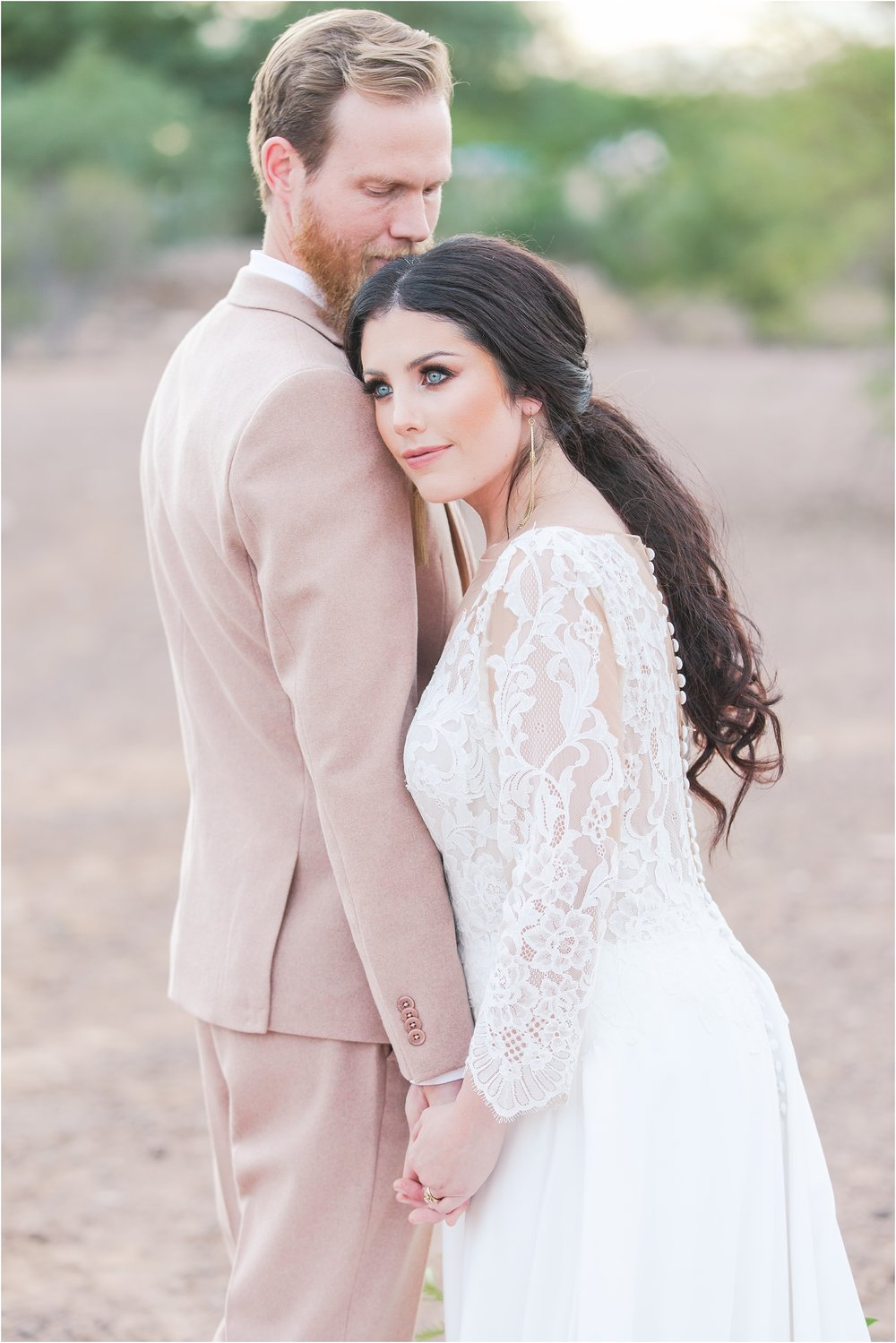 intimate-and-romantic-desert-wedding-photos-at-phoenix-marriott-tempe-at-the-buttes-in-tempe-arizona-by-courtney-carolyn-photography_0034.jpg