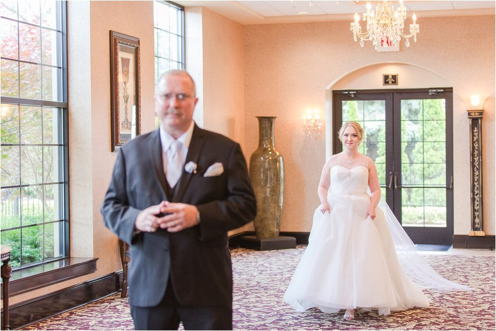 father-and-bride-share-emotional-first-look-on-wedding-day-photos-in-detroit-michigan-by-courtney-carolyn-photography_0001.jpg