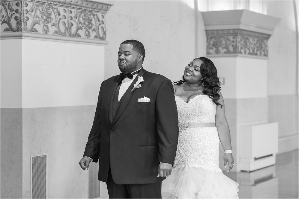 minimalist-and-modern-wedding-photos-at-30-north-saginaw-in-pontiac-michigan-by-courtney-carolyn-photography_0012.jpg