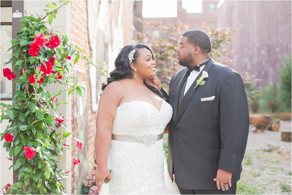 minimalist-and-modern-wedding-photos-at-30-north-saginaw-in-pontiac-michigan-by-courtney-carolyn-photography_0063.jpg