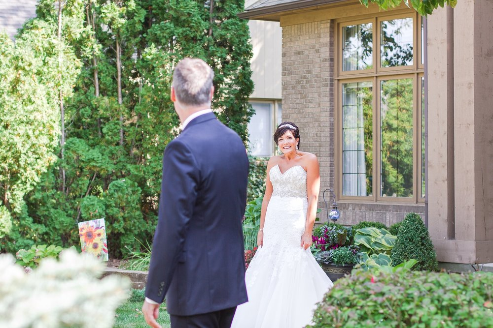 romantic-artful-candid-wedding-photos-in-detroit-lansing-ann-arbor-northern-michigan-and-chicago-by-courtney-carolyn-photography_0079.jpg